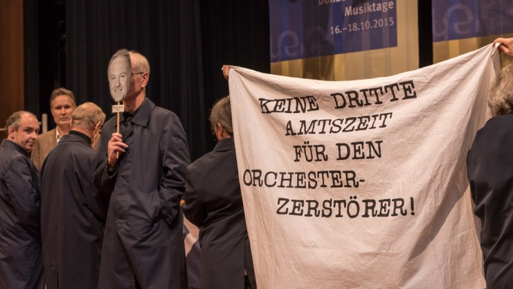 Members of the South West German Radio Orchestra of Baden-Baden and Freiburg at the Donaueschingen Musiktage, October 2015, in protest at their imminent closure/merger. Photo: Ralf Döring